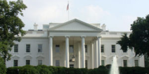 政府職員へ分断的研修、大統領が勧告